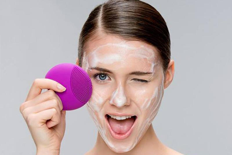 Peeling per il viso e scrub per il corpo: fa bene alla pelle