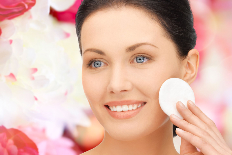 Pulisci la pelle del viso