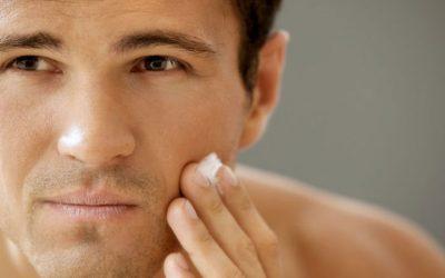 Pelle grassa uomo: cause e rimedi della pelle grassa maschile