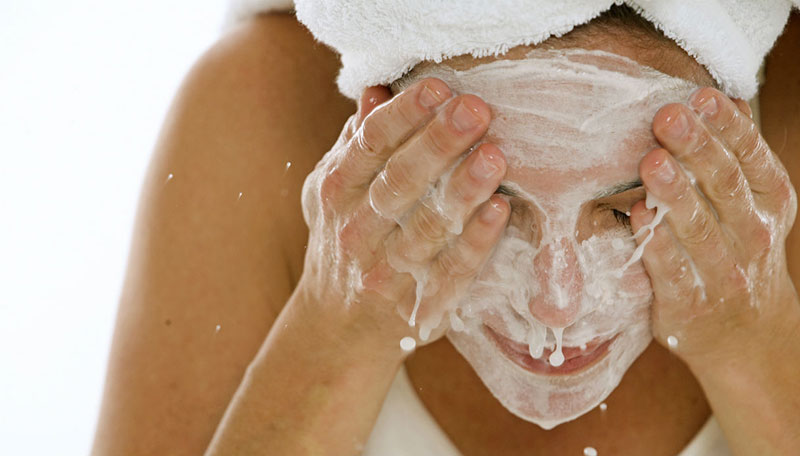 Come detergere la pelle del viso